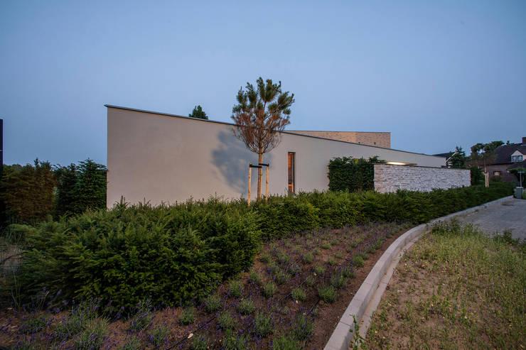 Villa aan de rand van natuurgebied :  Huizen door Engelman Architecten BV