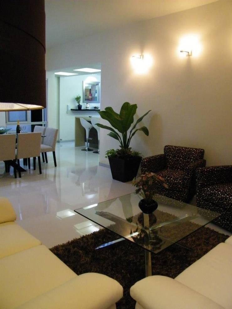 Casa CR180: Salas de estilo  por Arquitectos Interiores