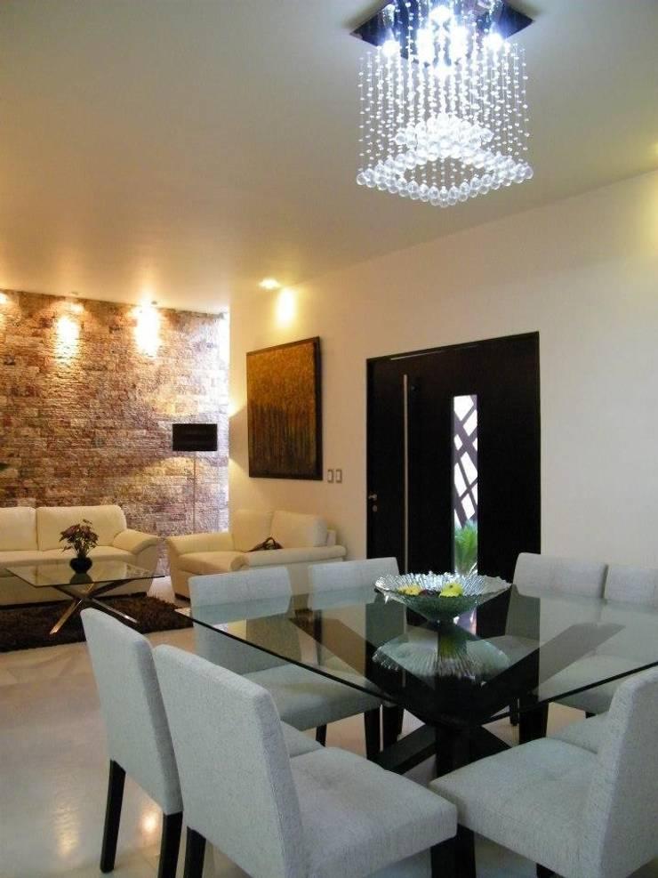 Casa CR180: Comedores de estilo  por Arquitectos Interiores