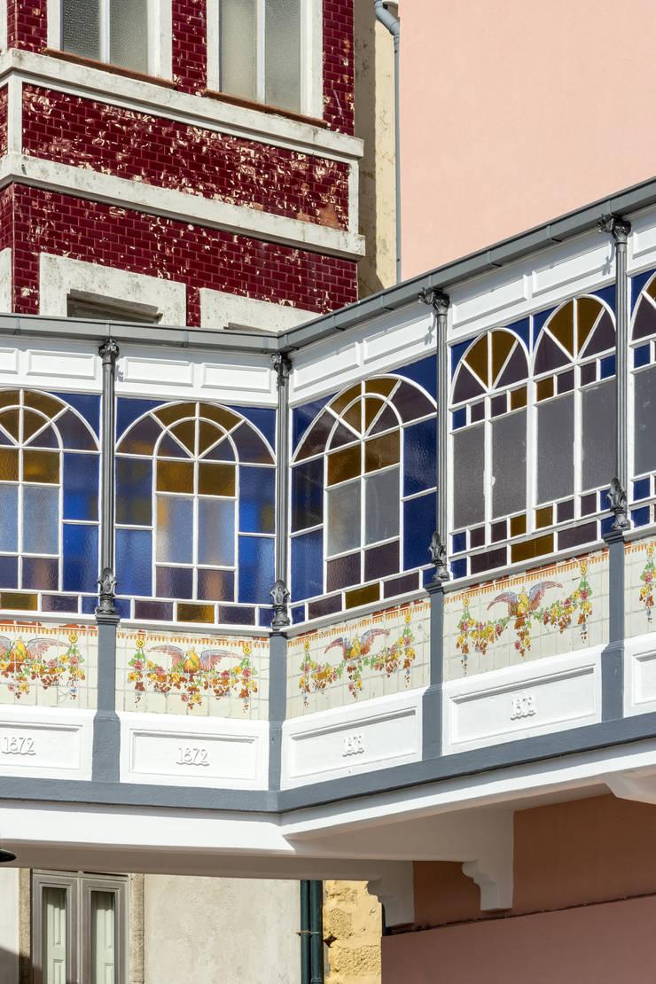 1872 - River House: Hotéis  por Floret Arquitectura