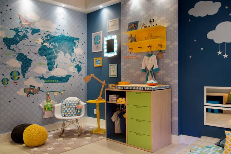 Mapa, quadrinhos e papel de parede.: Centros de exposições  por Fina Stampa