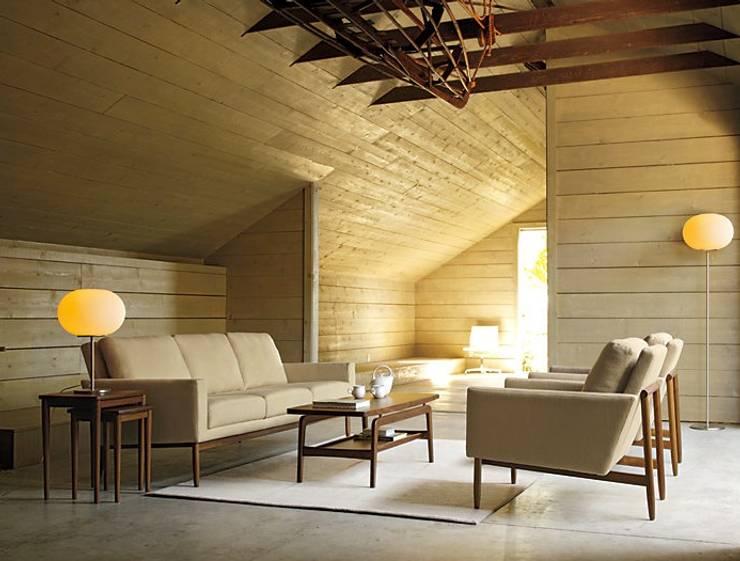 Skagen Coffee & Nesting Tables: Salas de estilo  por Design Within Reach Mexico