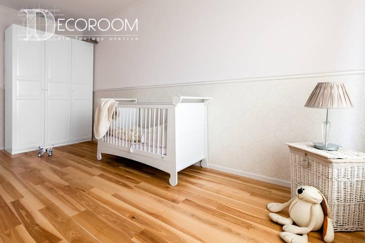 Mieszkanie w klasycznej kolorystyce.: styl , w kategorii Pokój dziecięcy zaprojektowany przez Decoroom