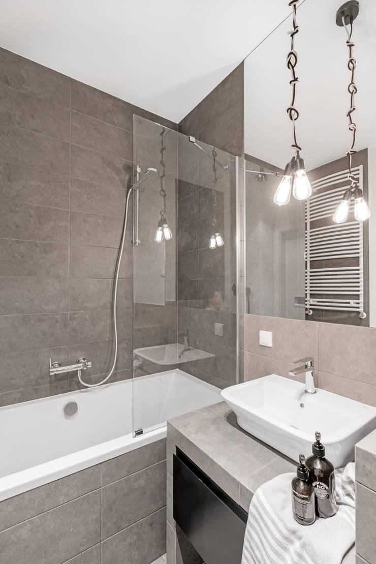 elektryzujące wnętrze: styl , w kategorii Łazienka zaprojektowany przez Decoroom,Nowoczesny