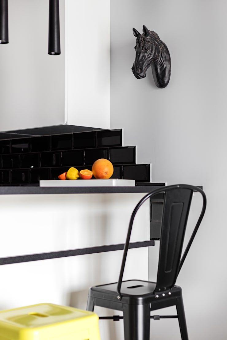 elektryzujące wnętrze: styl , w kategorii Kuchnia zaprojektowany przez Decoroom,Nowoczesny