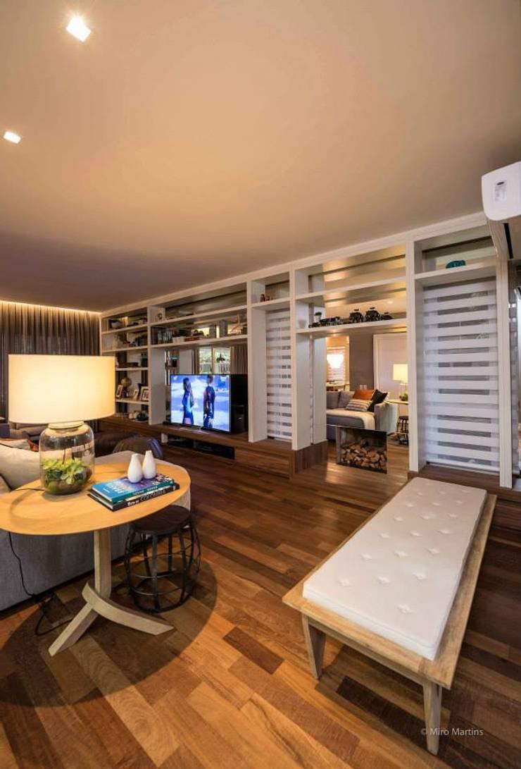 Residencia Galleria Boulevard: Salas de estar modernas por Beto Tozi