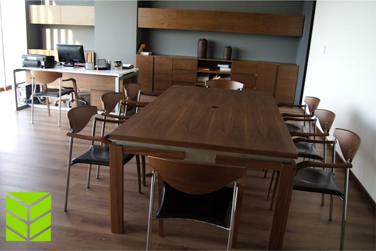 Oficinas City Angelopolis: Oficinas y tiendas de estilo  por Beta Factoria de Puebla SA de CV