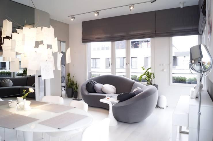 osiedle Ażurowych Okiennic: styl , w kategorii Salon zaprojektowany przez GocaDesign