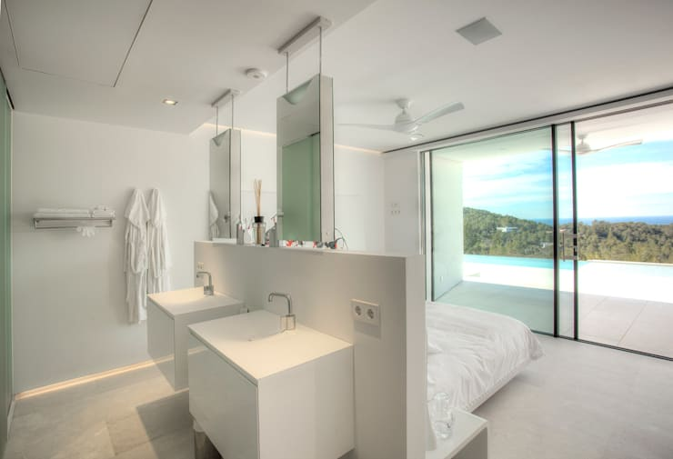 modern Bathroom by MG&AG.ARQUITECTOS
