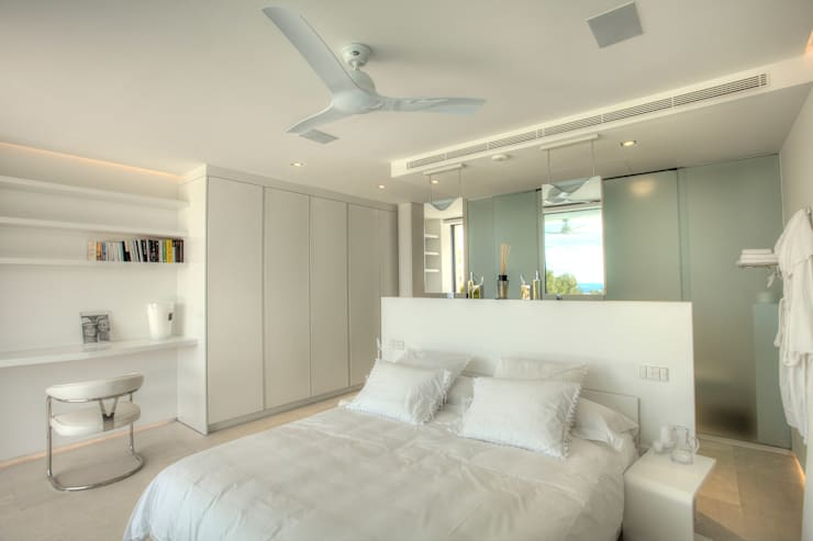 modern Bedroom by MG&AG.ARQUITECTOS