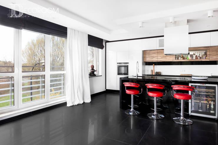 męskie mieszkanie: styl , w kategorii Kuchnia zaprojektowany przez Decoroom