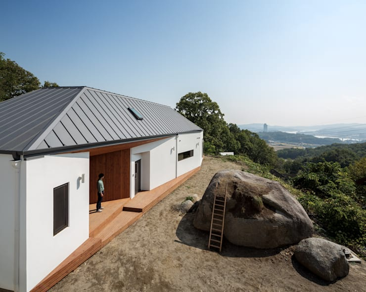 바위집( ROCK HOUSE ): B.U.S Architecture의  주택