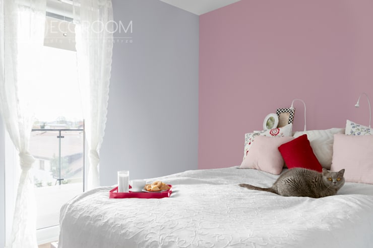 delikatne wnętrze: styl , w kategorii Sypialnia zaprojektowany przez Decoroom