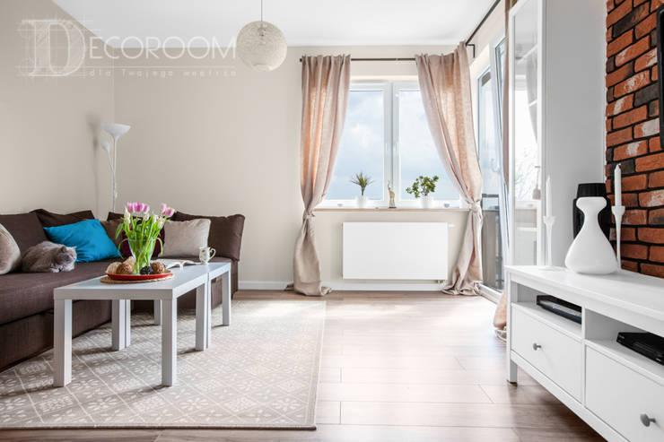 delikatne wnętrze: styl , w kategorii Salon zaprojektowany przez Decoroom