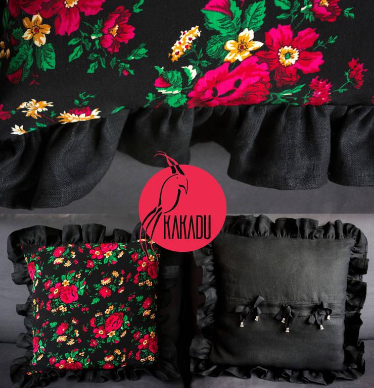 Kolorowa poduszka w stylu góralskim, wiejskim, folk: styl , w kategorii Salon zaprojektowany przez Styl i Wnętrze,Wiejski