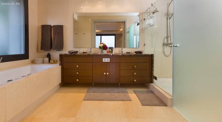 Los Arrayanes: Salle de bains de style  par XLC