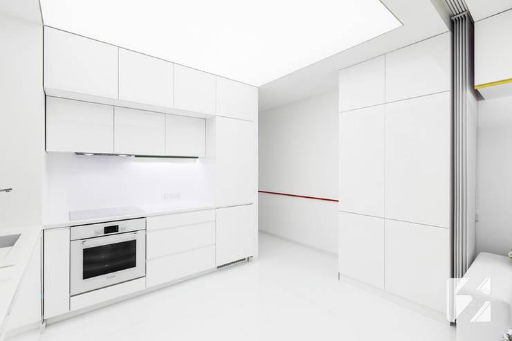 Nowoczesne meble na wymiar do mieszkania: styl , w kategorii Kuchnia zaprojektowany przez 3TOP