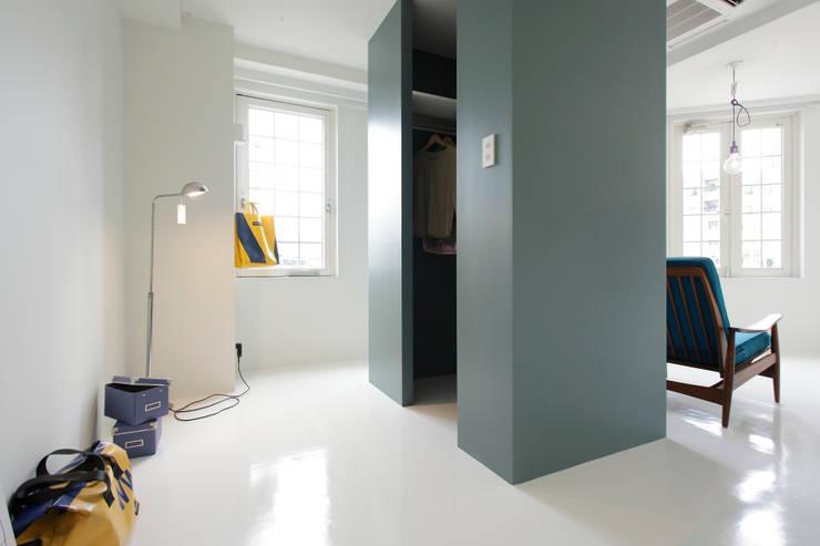 ABE.BLD: 株式会社CAPDが手掛けた寝室です。