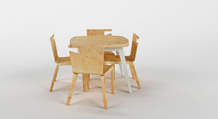 Stół z krzesłami PLAYWOOD: styl , w kategorii  zaprojektowany przez Delicious Concept,Nowoczesny
