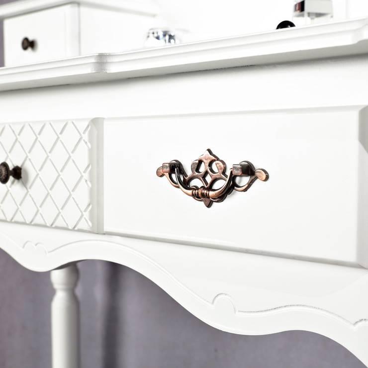 Dormitorios de estilo  por Lesara
