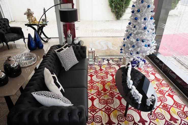 Vitrine: Sala de estar  por Sgabello Interiores