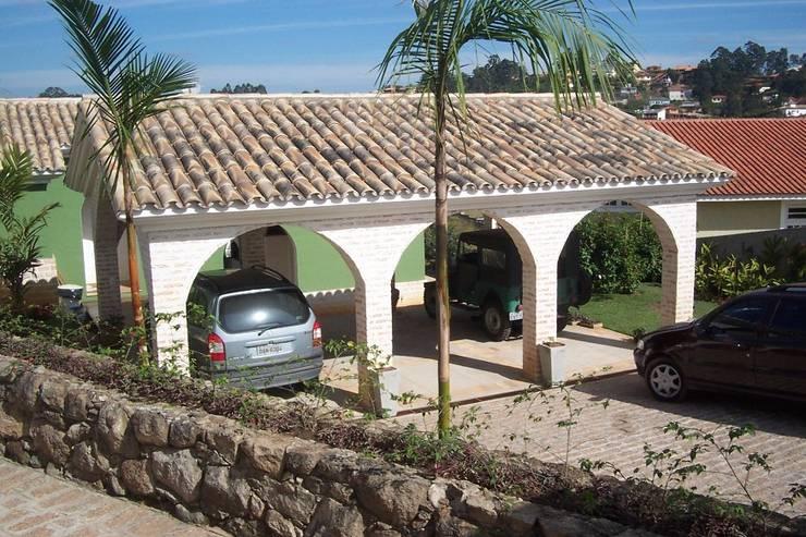 CASA NA GRANJA VIANA Garagens e edículas campestres por ALVO ARQUITETURA Campestre