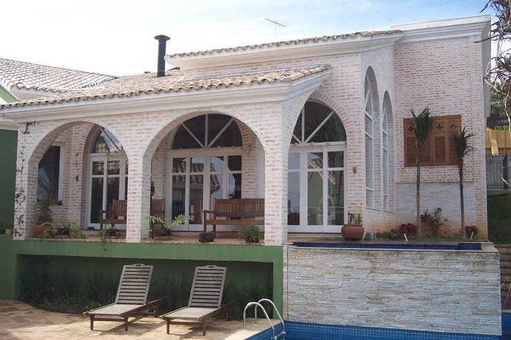 CASA NA GRANJA VIANA Varandas, alpendres e terraços campestres por ALVO ARQUITETURA Campestre