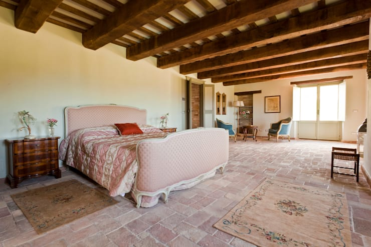 Casa Leopardi: Camera da letto in stile  di Ing. Vitale Grisostomi Travaglini