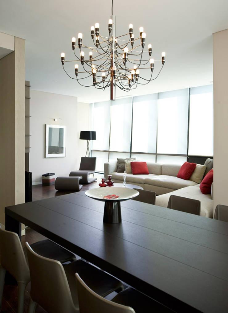 Salones de estilo moderno de CCT INVESTMENTS Moderno