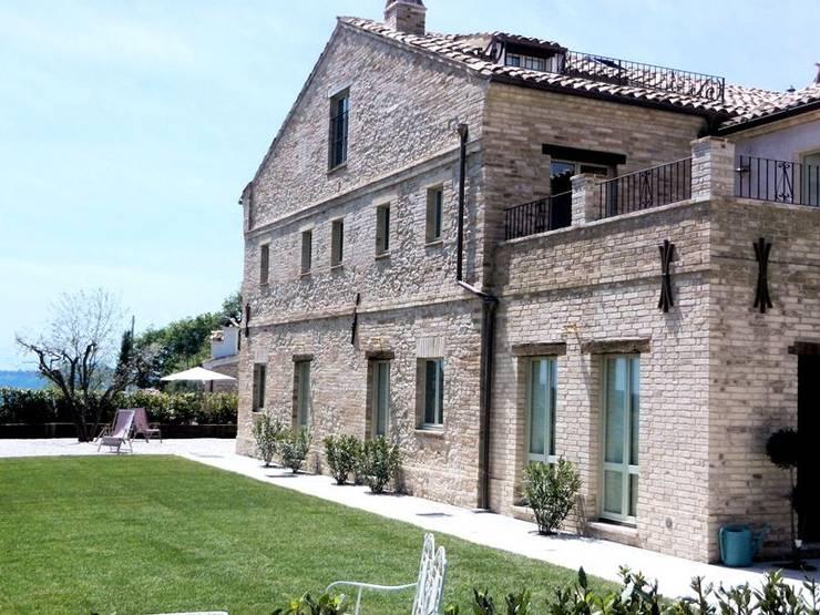 Casas de estilo  por Ing. Vitale Grisostomi Travaglini
