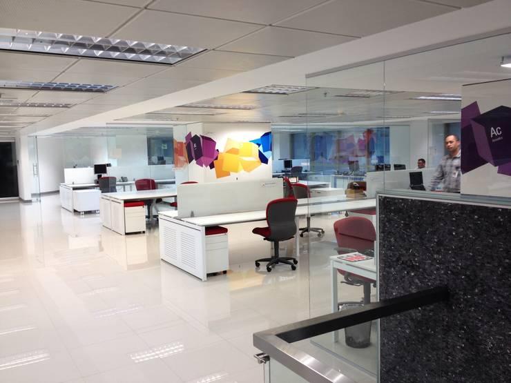 OPEN OFFICE: Paredes y pisos de estilo moderno por MTRA ARQUITECTOS C.A.