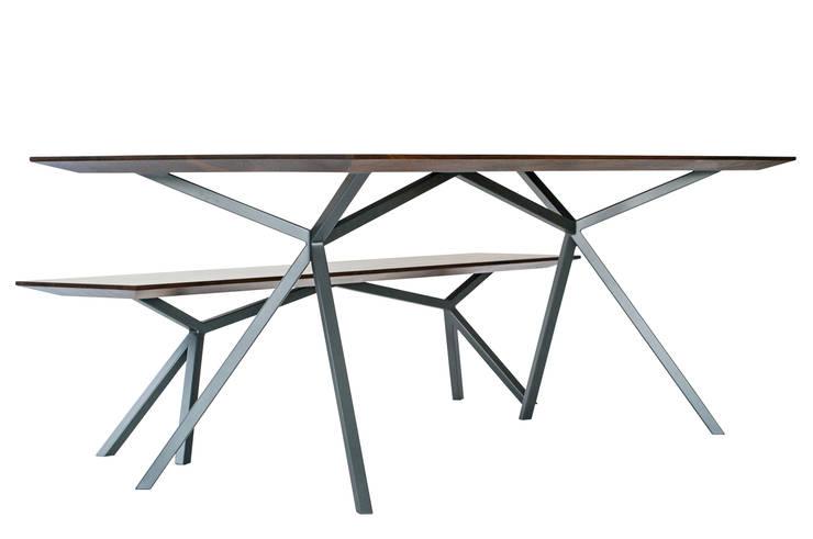 Tisch mit Bank:  Esszimmer von Christian Kroepfl