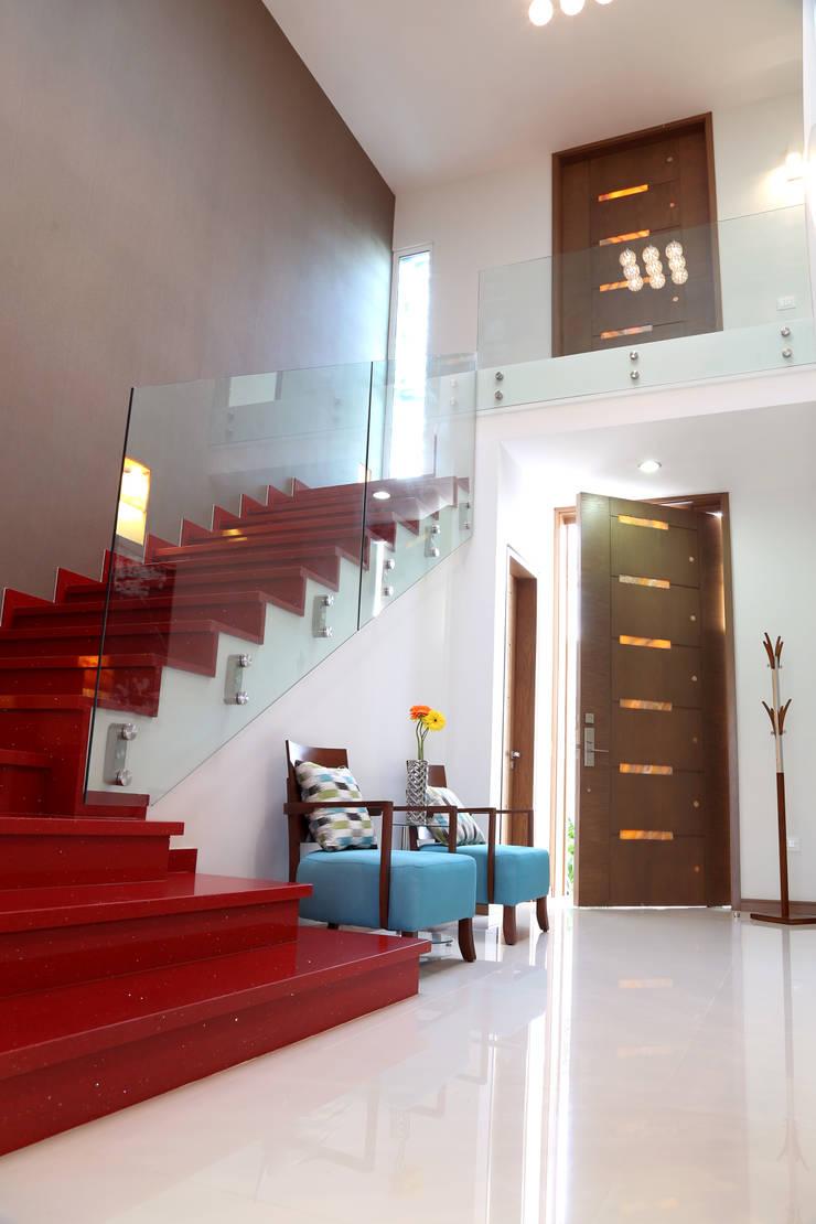 hall: Pasillos y recibidores de estilo  por arketipo-taller de arquitectura