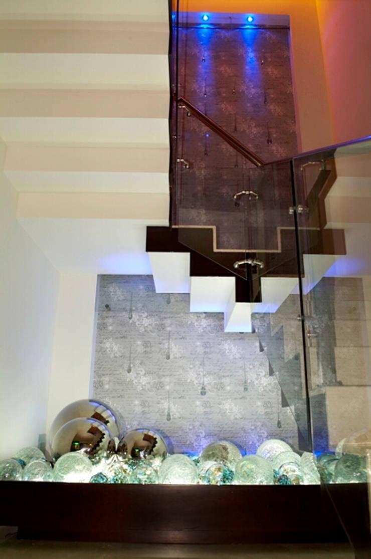 escalera: Pasillos y recibidores de estilo  por arketipo-taller de arquitectura