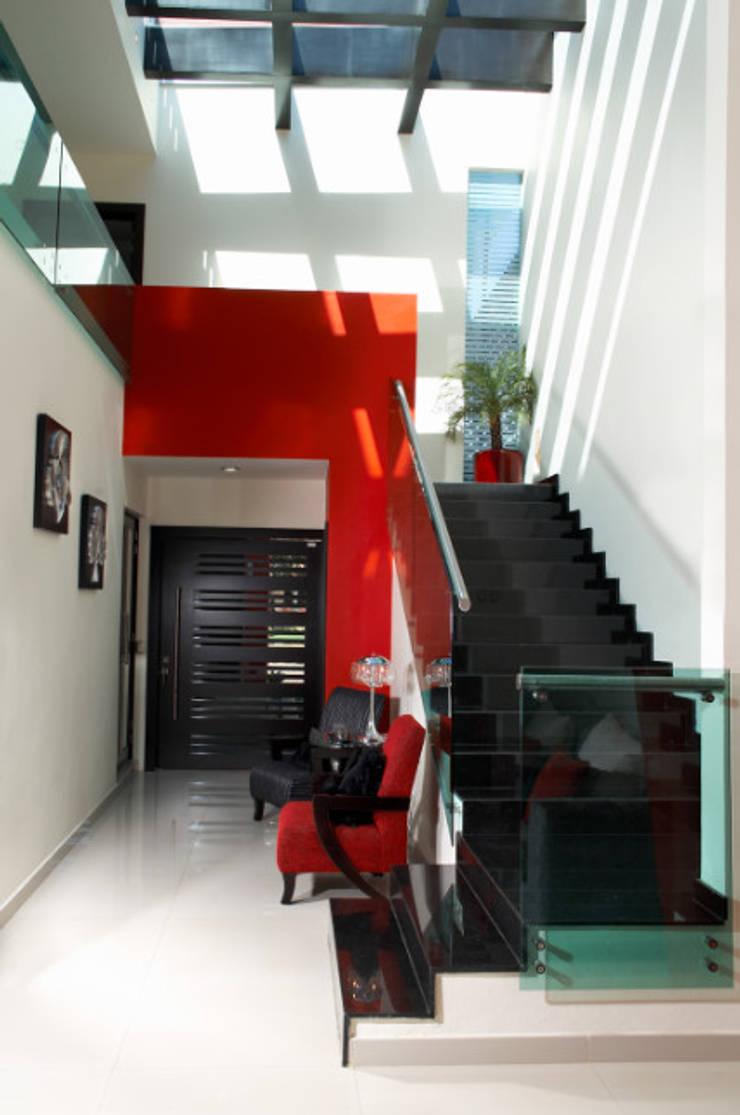 hall recibidor: Pasillos y recibidores de estilo  por arketipo-taller de arquitectura