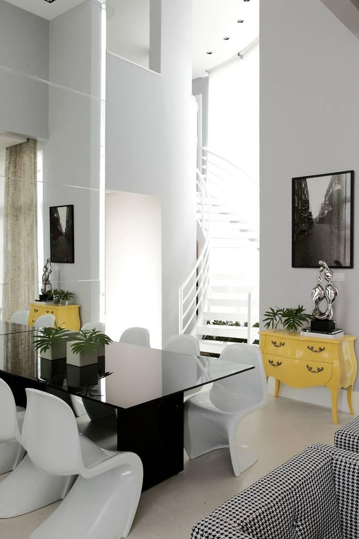 CASA PV59: Salas de jantar modernas por criarprojetos   ARQUITETURA . INTERIORES . ENGENHARIA
