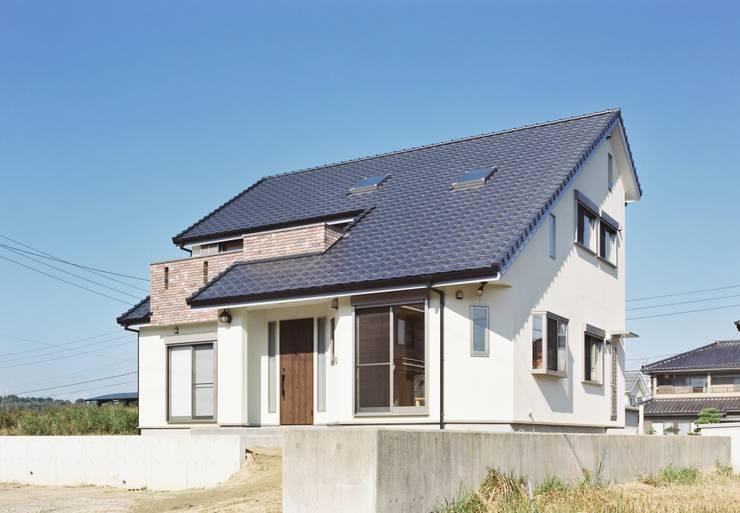 外観1 北欧風にも見える南東からの眺め: 小栗建築設計室が手掛けた家です。