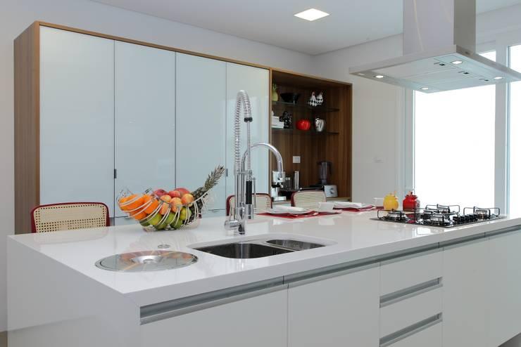 CASA PV59: Cozinhas modernas por criarprojetos | ARQUITETURA . INTERIORES . ENGENHARIA
