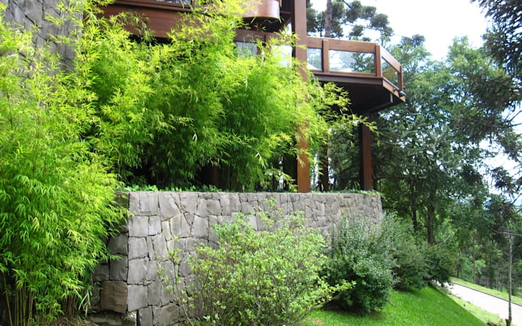Casa na serra gaúcha : Jardins  por creare paisagismo,Campestre