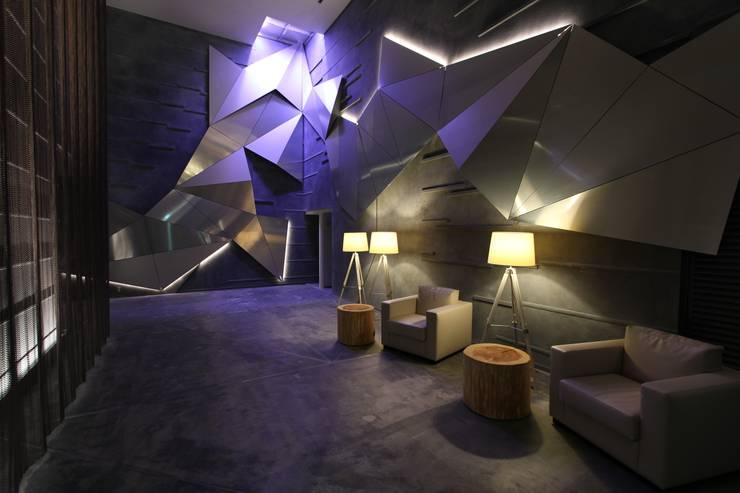 シェアリーフ西船橋グレイスノート(千葉): 株式会社ライティングMが手掛けた廊下 & 玄関です。