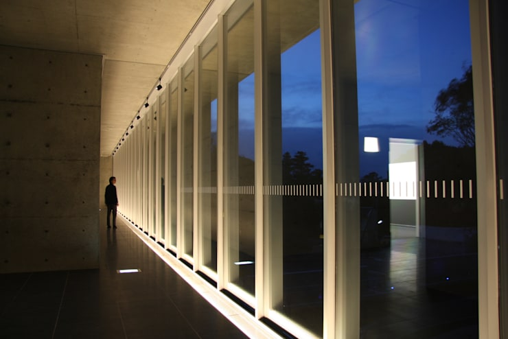 石水博物館(三重): 株式会社ライティングMが手掛けた廊下 & 玄関です。