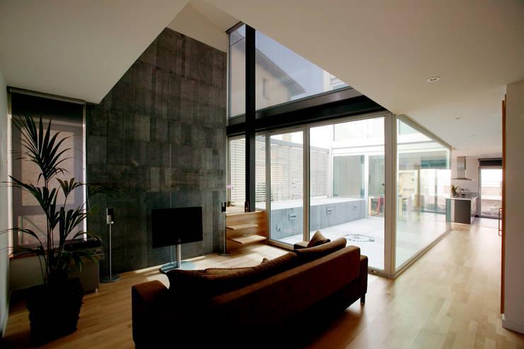 Vista interior Salón: Salones de estilo moderno de Comas-Pont Arquitectes slp