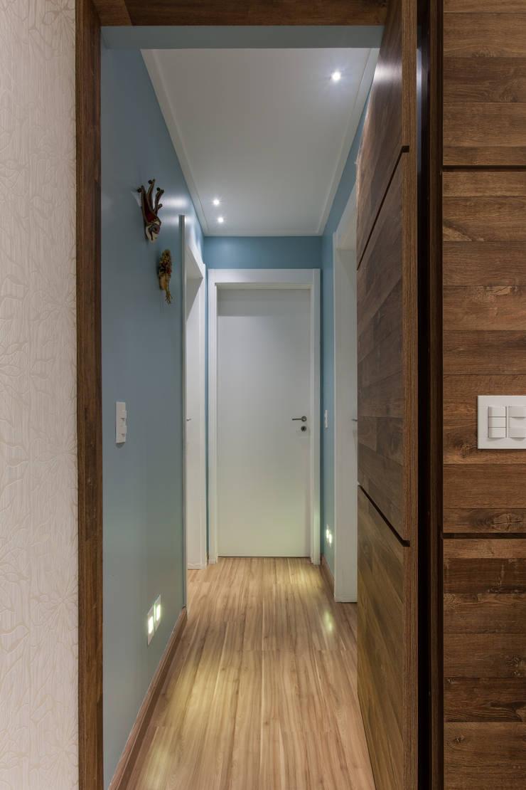 02_Projeto de Interiores Corredores, halls e escadas modernos por Paula Carvalho Arquitetura Moderno