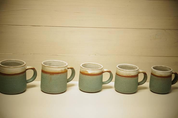 コンパルのマグカップ: 月下陶房が手掛けたキッチンです。