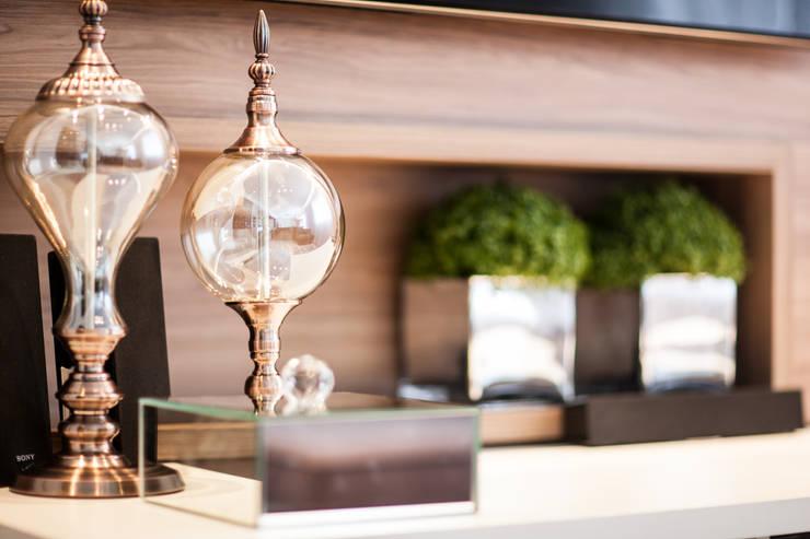 03_Projeto de Interiores: Salas de estar  por Paula Carvalho Arquitetura