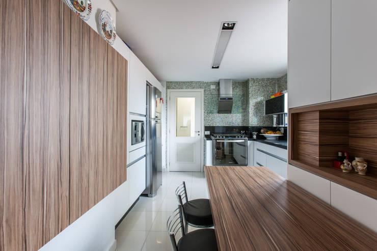 04_Projeto de Interiores: Cozinhas  por Paula Carvalho Arquitetura,