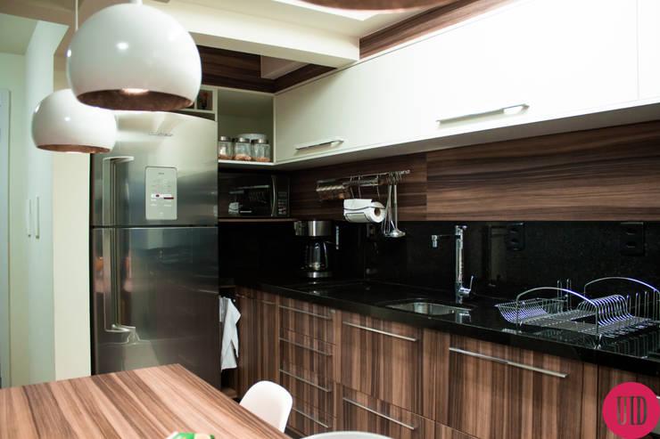 Apartamento jovem: Cozinha  por USINA INTERIOR DESIGN