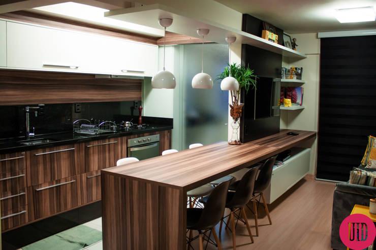 Apartamento jovem: Sala de estar  por USINA INTERIOR DESIGN