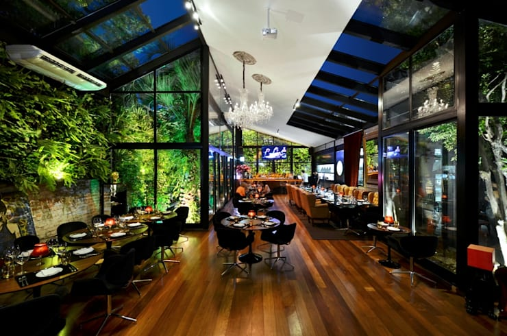 72 IN: Bares e clubes  por VER Arquitetura Design,Eclético