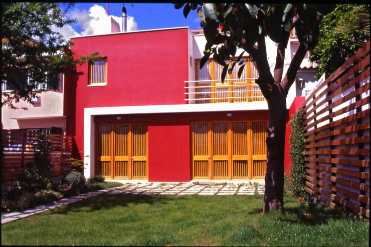 Fachada tardoz: Casas  por Borges de Macedo, Arquitectura.